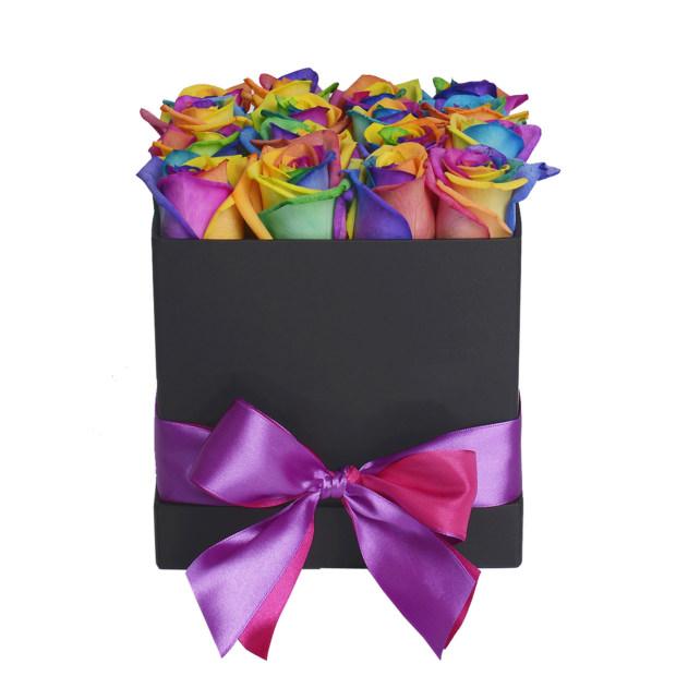 """цветы в коробке """"Радужные Розы"""""""